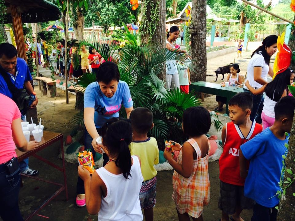Feeding program at Bobonan Elementary School (1)