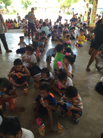 Feeding program at Sanchez-Cabalitian Elementary (24)