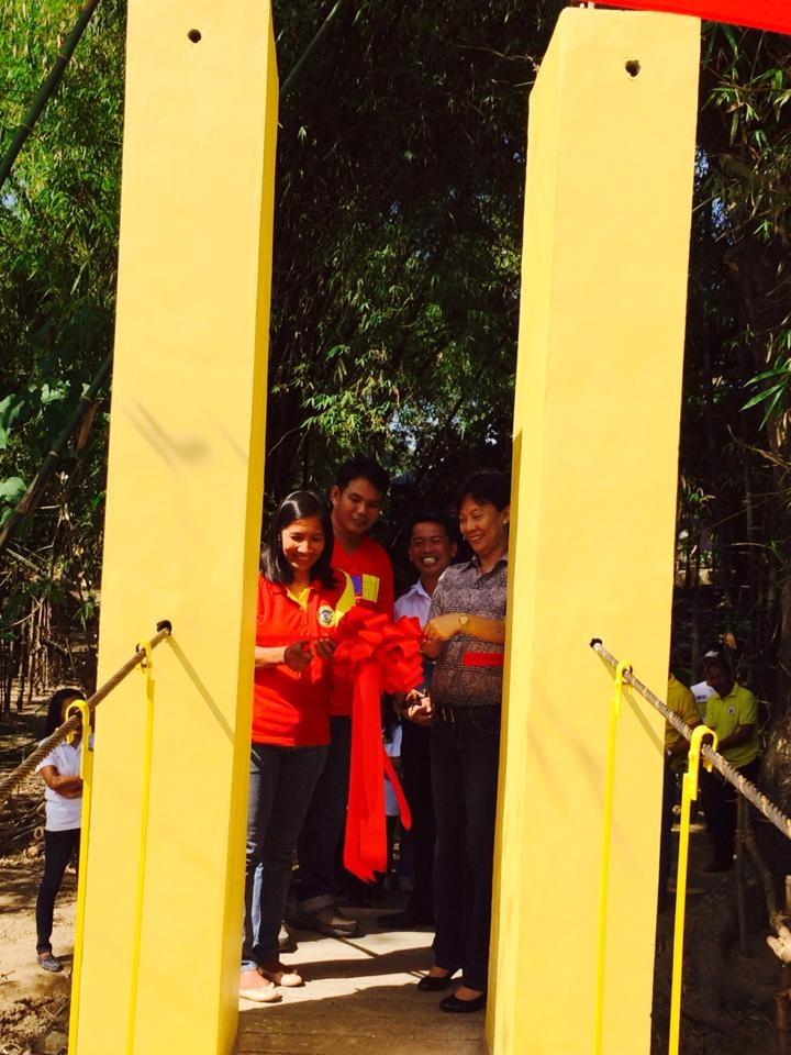 hanging footbridge (1)