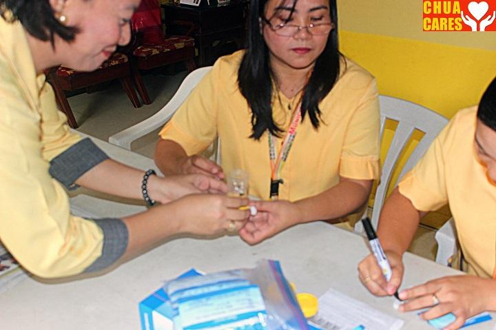 Mayor Heidee Chua carried out a urine drug test (1)