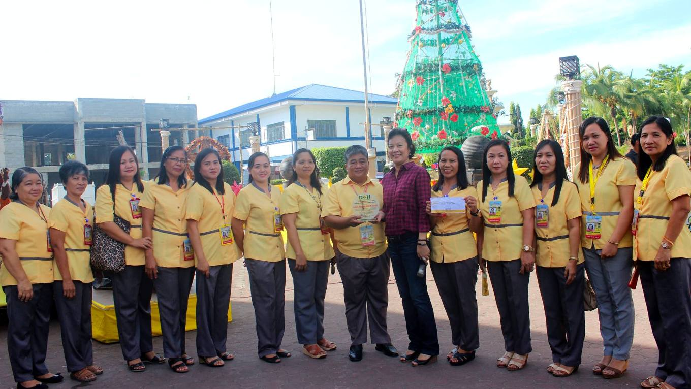 rhu-asingan-bags-doh-pinnacle-of-excellence-award